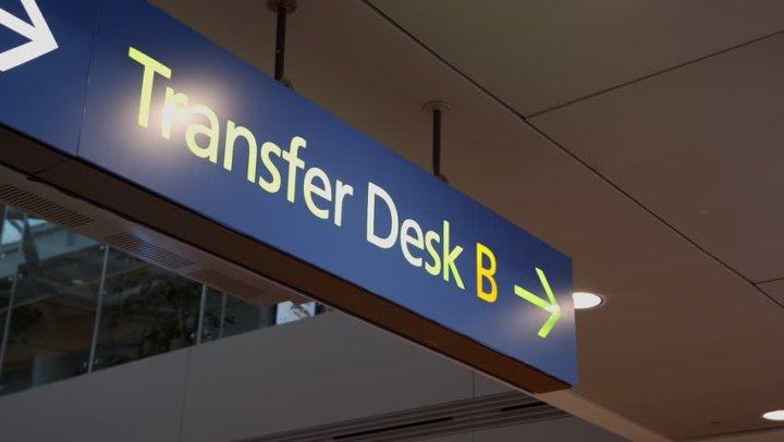 Aktarmalı uçuşlarda Transfer Desk'lere başvurmanız gerekir.