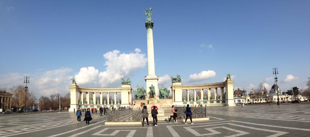 3- Heroes Square (Kahramanlar Meydanı) Ziyaret Etmek